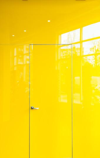 Двері прихованого монтажу скло фарбоване 55 профіль